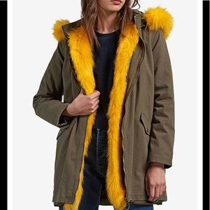 Volcom parka with faux fur removable hood
